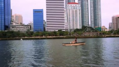 THAILAND 3 august 2014, bangkok city view. Public Garden. Boat swims in pond. HD. 1920x1080 — Stock Video