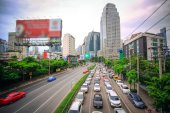 BANGKOK, THAILAND, 4 AUGUST 2014, Traffic on a busy road in the city centre — Stock Photo