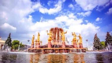 Golden fountain in Moscow. Timelapse speed up. HD. 1920x1080 — Stock Video