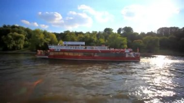 Tour on sunny day across Moscow, Russia. Panorama from ship sailing. HD. 1920x1080 — Stok video