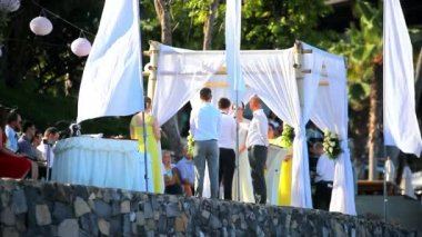 THAILAND, KOH SAMUI, JULY 2. 2014 Bride and groom take an oath of loyalty to each other And love, priest. Video Koh Samui, Thailand — Vídeo de Stock