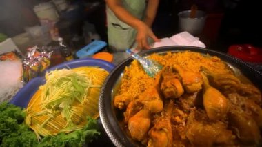 Thai food  fried chicken with rice sale in Thailand street market. HD. 1920x1080 — Vídeo de stock