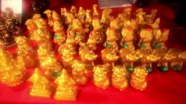 Set of figurines at the night Thai market. HD. 1920x1080 — Stok video
