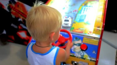 KOH SAMUI, THAILAND 19 JULY 2014 child plays in game room. HD. 1920x1080 — Stock Video