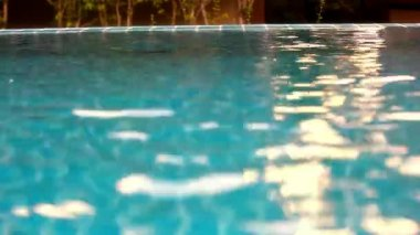 Shining blue water ripple in pool at sunset time. Video shift motion — Stock Video