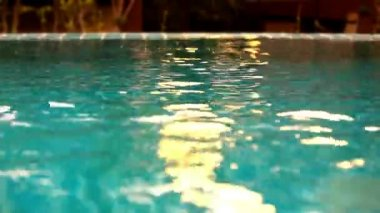 Shining blue water ripple in pool at sunset time. Video shift motion — Стоковое видео