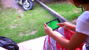 Woman using mobile phone touch screen. Paying a game on her phone. Video — 图库视频影像