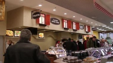 RUSSIA, MOSCOW, 7 MARCH 2015, People shopping at the grocery supermarket. — Stock Video