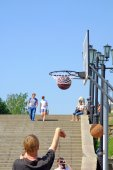 Basketball on a city street — Stock Photo