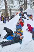 Children ride with a snow slide — Stockfoto