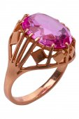 Ring with pink stone close-up — Stock Photo