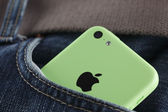 Apple iPhone 5C Green Color in a pocket of jeans — Stok fotoğraf