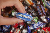 Bounty candy in woman's hand — Stock Photo
