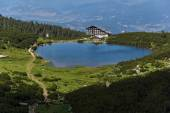 Lake Bezbog and Bezbog hut, Pirin Mountain — ストック写真