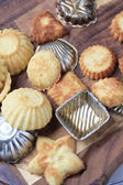 Small tart shells and baking pans — Stock Photo