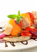 Chicken skewer with pan roasted vegetables — Stock Photo