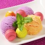 Fruit-flavored ice cream and pralines — Stock Photo #78922672