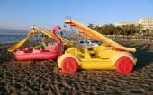 Barco de paleta en la playa. costa del sol (costa del sol), málaga, en andalucía, españa — Foto de Stock