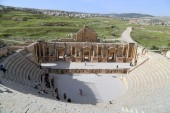 Amphitheater in Jerash (Gerasa of Antiquity), capital and largest city of Jerash Governorate, Jordan — Stock Photo