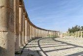 Forum (Oval Plaza)  in Gerasa (Jerash), Jordan. — Stock Photo