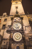 Night view of the medieval astronomical clock in the Old Town square in Prague, Czech republic — Photo