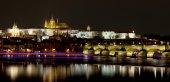 Vltava river, Charles Bridge (Stone Bridge, Prague Bridge)  and St. Vitus Cathedral at night. Prague. Czech Republic — Stock Photo