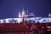 Night view of Prague, Czech Republic: Hradcany, castle and St. Vitus Cathedral — Стоковое фото