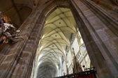 Wnętrze katedry saint vitus w Pradze, Republika Czeska — Zdjęcie stockowe