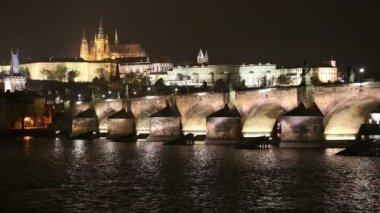 Charles Bridge (Stone Bridge, Prague Bridge)  and St. Vitus Cathedral at night. Prague. Czech Republic — Stock Video