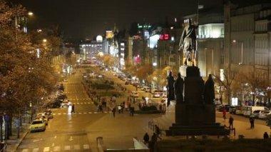 Night view of Wenceslas Square in theNew TownofPrague, Czech Republic — Stok video