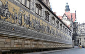 Furstenzug (Procession of Princes, 1871-1876, 102 meter, 93 people) is a giant mural decorates the wall. Dresden, Germany — Stock Photo