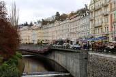 Karlovy Vary (Carlsbad), République tchèque - le 16 novembre, 2014:Karlovy Vary (Carlsbad)--ville de la célèbre station thermale en Bohême occidentale, destination touristique très populaire en République tchèque — Photo