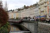 Karlovy Vary (Carlsbad), República Checa - 16 de novembro, 2014:Karlovy Vary (Carlsbad)..--cidade do famoso spa na parte ocidental da destino turístico muito popular na República Checa — Fotografia Stock