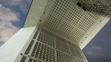 La Grande Arche. La Defense, commercial and business center of Paris, France — Stock Video