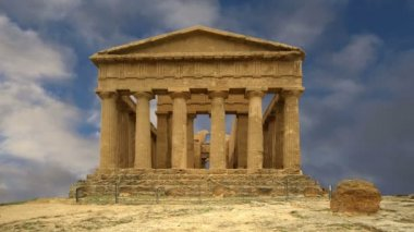 Ancient Greek temple of Concordia (V-VI century BC), Valley of the Temples, Agrigento, Sicily — Stock Video