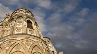собор собор монреале, является римско-католическая церковь в монреале, сицилии, южной италии — Стоковое видео