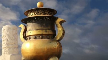 Large bronze bowl to extinguish fire with image Chinese dragon statue in the Forbidden City. Beijing, China — Stock Video