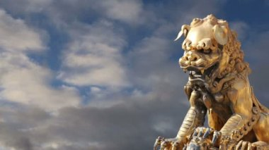 A bronze Chinese dragon statue in the Forbidden City. Beijing, China — Stock Video
