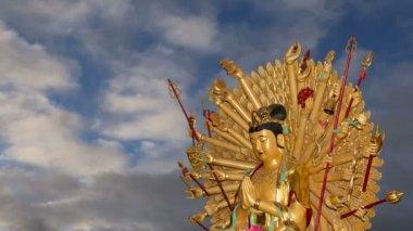 Buddhist Temple. Golden statue of Buddha-- southern Xian (Sian, Xi'an), Shaanxi province, China — Stock Video