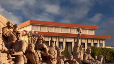 Revolutionary statues at Tiananmen Square in Beijing, China — Stock Video