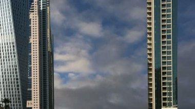 Modern skyscrapers, Dubai Marina, Dubai, United Arab Emirates — 图库视频影像