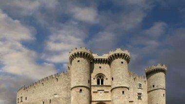 L'île de rhodes, grèce, un symbole de rhodes, du palais du grand maître célèbres chevaliers (également connu sous le nom de castello), dans la ville médiévale de rhodes, un musée incontournables de rhodes — Vidéo