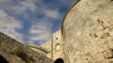 Medieval city walls in Rhodes town, Greece  (time lapse) — Vidéo