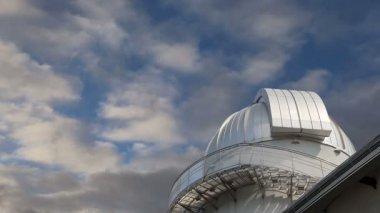 Arka planda gökyüzü, rusya'nın moskova planetaryum — Stok video
