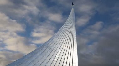 Conquerors of Space Monument in the park outdoors of Cosmonautics museum, near VDNK exhibition center, Moscow, Russia — Stock Video
