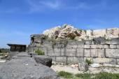 Roman ruins at Umm Qais (Umm Qays) --is a town in northern Jordan near the site of the ancient town of Gadara. Umm Qais is one of Jordan's most unique Greco Roman Decapolis sites — Stock Photo