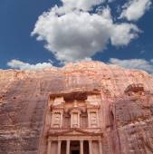Al Khazneh or The Treasury at Petra, Jordan-- it is a symbol of Jordan, as well as Jordan's most-visited tourist attraction — Stockfoto