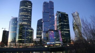 MOSCOW, RUSSIA- MARCH 18, 2015: Skyscrapers International Business Center (City) at night, Moscow, Russia — Stockvideo