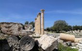 Roman ruins at Umm Qais (Umm Qays) --is a town in northern Jordan near the site of the ancient town of Gadara — Stock Photo