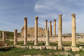 Roman Columns in the Jordanian city of Jerash (Gerasa of Antiquity), capital and largest city of Jerash Governorate, Jordan — Stock Photo